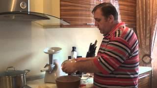 Смотреть онлайн Рецепт как приготовить домашние шпикачки и купаты