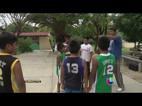 Campeones sin zapatos triunfaron en el Festival Mundial de Baloncesto - Primer Impacto