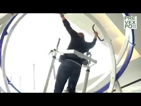 """Exhibición de técnicas de trabajo con giroscopio central """"Space Curl""""."""