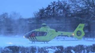 preview picture of video 'Lifeliner 2 PH-ULP in de sneeuw Lupinestraat Capelle aan den IJssel'