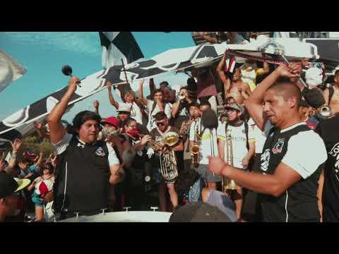 """""""Las balas que nos tiraron van a volver"""" Barra: Garra Blanca • Club: Colo-Colo"""