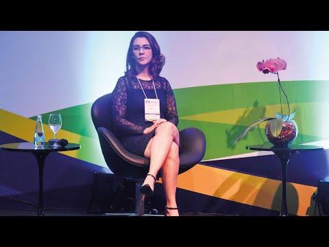 Advogada de Bolsonaro começa a processar fake news da esquerda