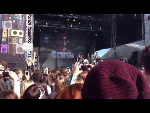 Matt and Kim - Daylight (Live @ Groovin'The Moo 2013, Bendigo)