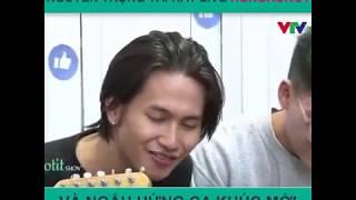 Nguyễn Trọng Tài hát live ca khúc HongKong1 và Ngấu hứng bài hát mới   TP Entertainment