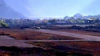 preview picture of video 'JOMSOM AIRPORT, NEPAL'