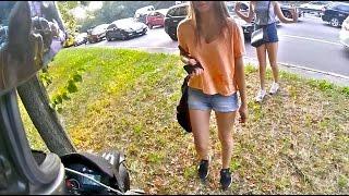 Мотоциклист напал на студенток