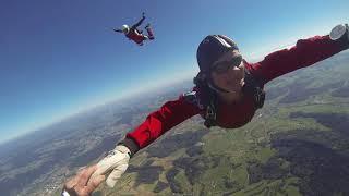 Skydive Sprung über unserem Platz