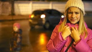 СЕСТРА СБЕЖАЛА ДЕВОЧКИ ИСПУГАЛИСЬ и ПЛАЧУТ видео для детей for KIDS children
