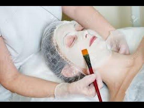 Le masque pour la peau des oeil avec le persil