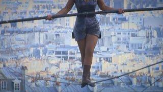 Без страха и страховки: по канату над Монмартром