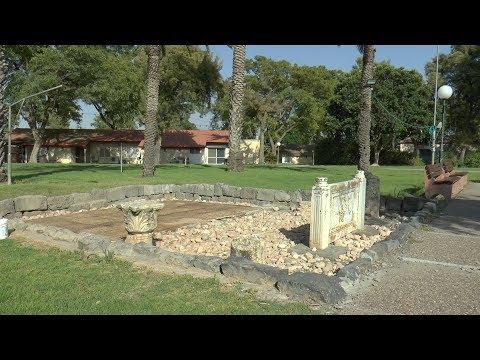 """שרידי בית כנסת עתיק בקיבוץ עין הנצי""""ב"""
