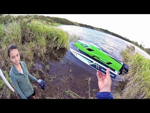 WLtoys 915 High Speed Brushless Boat  Review – [Unboxing, Water/Flip/Leak Test! Pros & Cons]