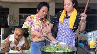 เส้นใหญ่ผัดซีอิ้ว ทำเยอะ ให้อร่อย by ครัวป้าคิด Stir fried soy sauce Pad See Ew
