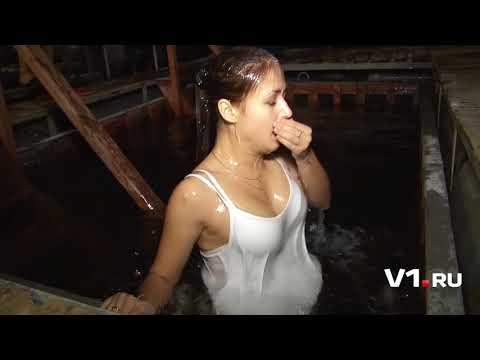 Hot girl bathing in -3° pull....
