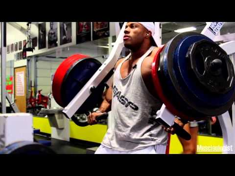 Phil Heath Using The Incline Chest Press Machine