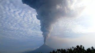 Video Detik-detik Gunung Soputan Meletus, Abu Vulkanis Capai 3 Kilometer