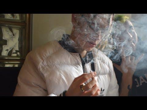 Forum delle donne fumanti smesse dopo di 50 anni