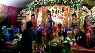preview picture of video 'aksi waria dimeriah pesta perkawinan di Bulukumba'