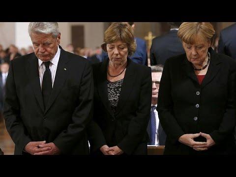 Президент и канцлер Германии почтили память жертв мюнхенского стрелка