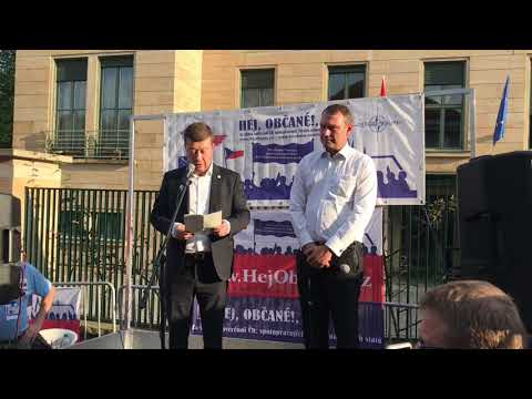 Tomio Okamura: Zúčastnil jsem se demonstrace na podporu Maďarska před maďarským velvyslanectvím v Praze