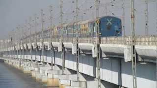 preview picture of video 'Breathtaking view of Karnavati Express over mighty Vasai Creek!!'