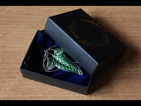 the Elven Brooch from the Noble Collection unboxing