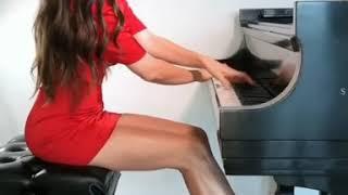 Самая красивая девушка пианистка   The most beautiful girl pianist
