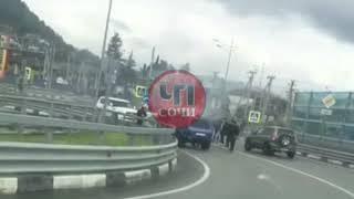 На Российско - Абхазской границе загорелся автомобиль