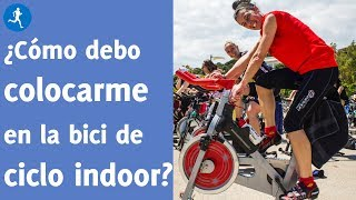 Cómo llevar una postura correcta sobre la bici de ciclo indoor
