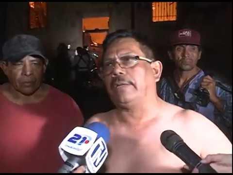 Incendio consume tres mesones en San Salvador