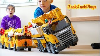 JackJackPlays Pretend Play Crane Fishing for Surprise Toys