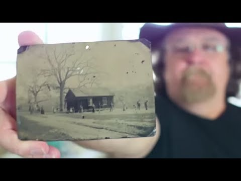 A Man Buys a $2 Photo and Then Sees Who's in It