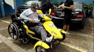 Moto adaptada para cadeirantes