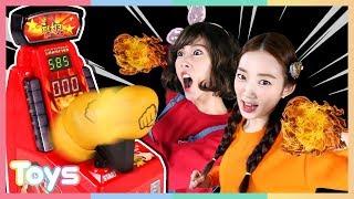 펀치킹 미니 게임기로 캐리와 루시의 손가락 힘 대결 놀이! | 캐리와장난감친구들