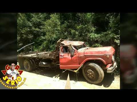 Acidente feio com caminhão de tora na estrada da Palestina