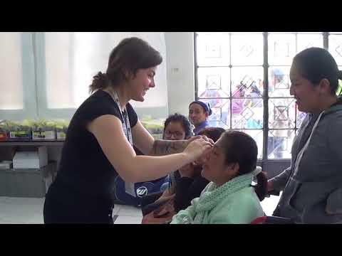 Voici la superbe vidéo réalisée suite à la mission d'IRIS Mundial 2017 au Pérou. Grâce au travail de cette équipe de 38 bénévoles passionnés,  la mission a permis à plus de 2085 patients parmi les plus démunis d'obtenir des soins visuels.  Il s'agit de l'œuvre du concepteur Jonathan Bordeleau. Merci Jonathan!   Pour lire l'article: http://irismundial.ca/new/wp-content/uploads/2017/12/P%C3%A9rou-2017-IRIS-Mundial_Web_11x17-FR3.pdf