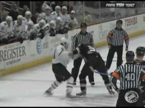 Travis Moen vs. Krys Barch