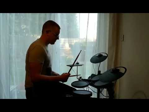 Gabor playing along to 'Psycho' by Muse