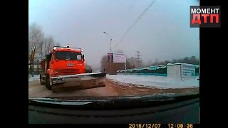 Момент ДТП: Снегоуборочная машина, Уфа, 07.12.2016