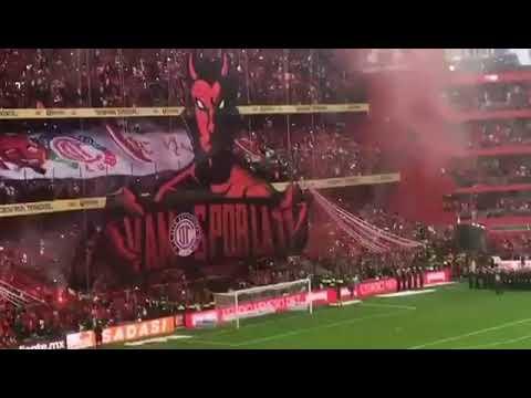 """""""Espectacular el tifo de la afición del Toluca. Final Toluca vs Santos."""" Barra: La Perra Brava • Club: Toluca"""