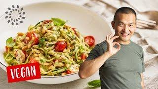 Zucchini Spaghetti mit Basilikumsauce [Rezept] - Schnell, einfach & lecker
