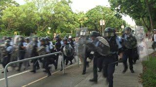 Clashes as Hong Kong protesters vent at China border traders (2) | AFP
