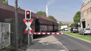 preview picture of video 'größter Bahnübergang Deutschlands ++ BÜ Driescher Kreisel, Bergisch-Gladbach ++ V90 in altrot'