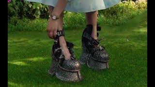 女孩身体比羽毛轻,天天必须穿上千斤重的铁鞋,才能正常走路!
