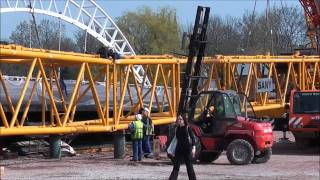 preview picture of video 'Taunton Third Way crane being built'