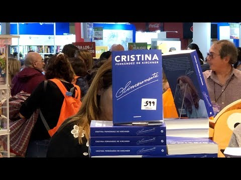 العرب اليوم - شاهد: الرئيسة الأرجنتينة السابقة كريستينا دي كيرشنر تقدم مؤلفًا جديدًا يعرض سيرتها الذاتية