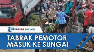 Wanita Pengendara Motor Beat Tertimpa Truk Trailer hingga Terseret ke Dalam Sungai di Lamongan