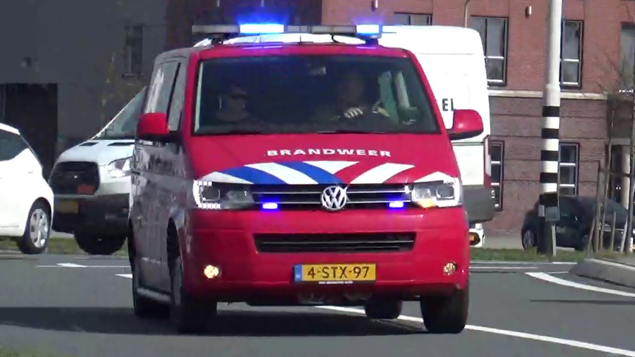 PRIMEUR/Versneller! Brandweer en OvD-G met spoed naar een grote brand in Alkmaar