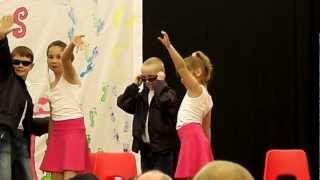 preview picture of video 'Benjamin danse sur Grease à la fête de l'école de Marquain 2012'