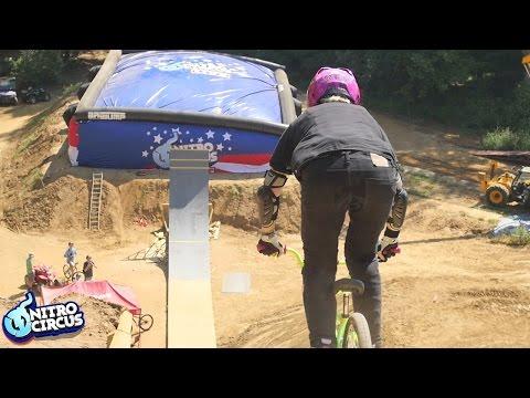 超大膽特技 超級單車飛越大斜台!
